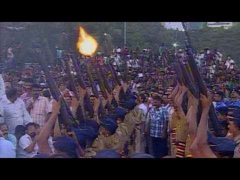 Balasaheb Thackeray given 21-gun salute - NewsX