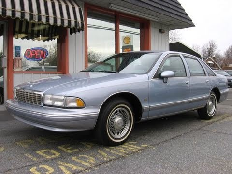 1994 Chevrolet Caprice Classic LS Start Up. Engine. In Depth Tour. and Test Drive