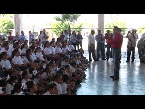 Hacen entrega de útiles escolares en primaria Alvaro Obregón