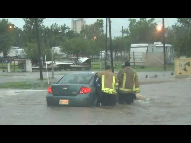 More rescues in Texas and Oklahoma as hundreds evacuate