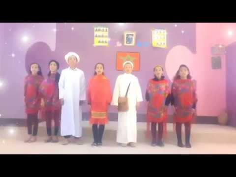 شاهد شريط فيديو لتلاميذ وتلميذات مؤسسة تعليمية ابتدائية ضواحي سيدي إفني