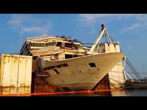La Costa Concordia a Genova