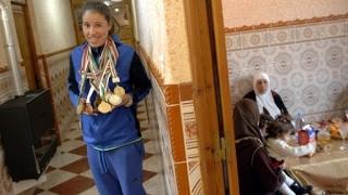 كرة القدم أو الزواج... الاختيار الصعب لجزائريات مولعات باللعبة