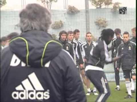 Primer entrenamiento de Adebayor con el Real Madrid