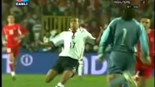 Rüştü Reçber (Turkey) kung fu move vs Kieron Dyer (England)