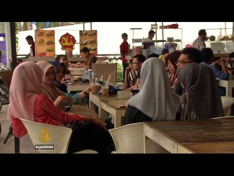 Aceh's women increasingly protest work curfew