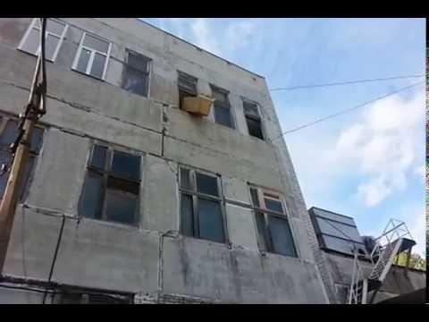Падение шкафа из окна
