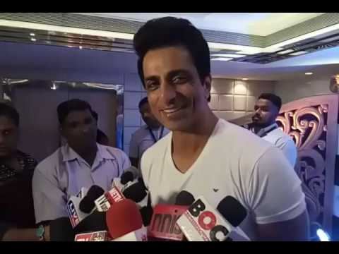 Sonu Sood Reacts On SRK's Being Detained In US   Bollywood News   Bollywood 2016