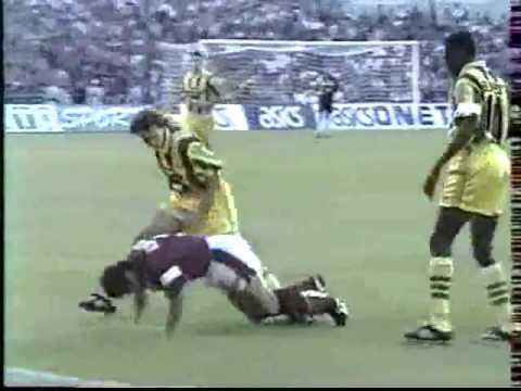 Parc Lescure - 1er Septembre 1995 Division 1 (4eme journée) Buts: Zinedine Zidane 32', 89' Christophe Dugarry 37' FC Girondins de Bordeaux: Franck Fontan, Jean-Luc Dogon, ...