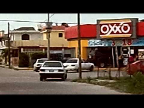 Camioneta Incrustada en un Oxxo