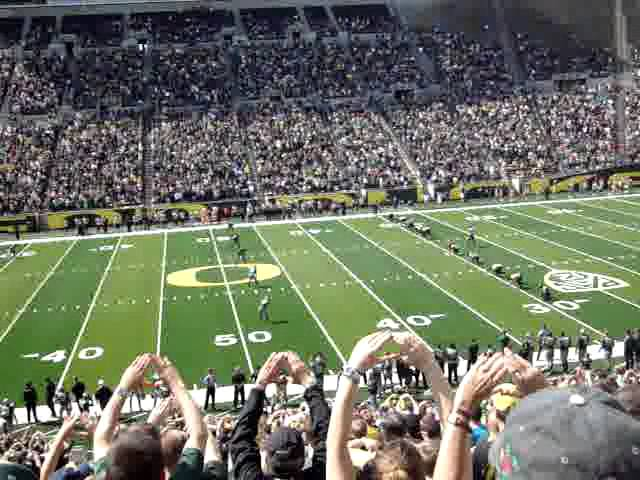 Opening kickoff of the 2012 Oregon Ducks spring game 4-28-2012