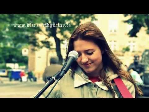 klara with guitar street music brussels