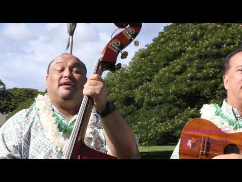 """Mele Kalikimaka Ia Kakou"" - Hawaiian Airlines Serenaders"
