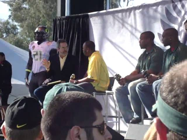 Dennis Dixon interviewed by Dan Fouts at Oregon Ducks roundtable 1-09-2011