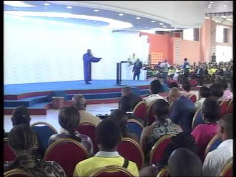 Le revêtement surnaturel Esperance Mbakadi