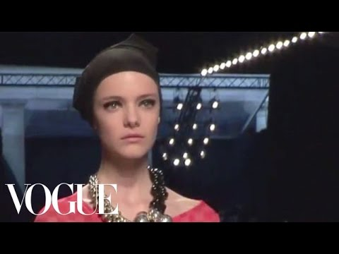 Fashion Show - Dries Van Noten: Spring 2009 Ready-to-Wear