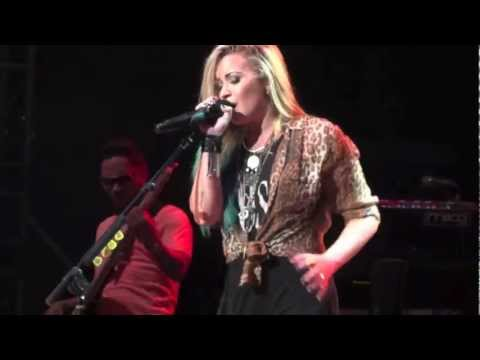 Demi Lovato Hd - Here We Go Again la La Land - Springfield, Illinois - August 11, 2012 video