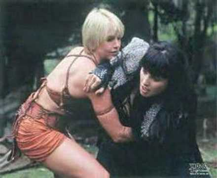 Lucy Lawless & Renee O'Connor - Being friends would be nice Video