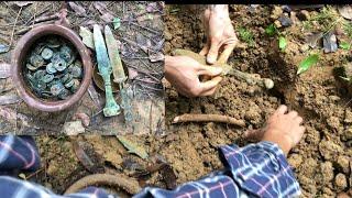 Đi câu cá vô tình đào được đồ cổ vô cùng giá trị thời xưa trong núi sâu - digging antiques value !!