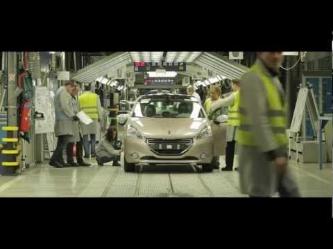 PSA Peugeot Citroën lance la production de la Peugeot 208 à Poissy (France)