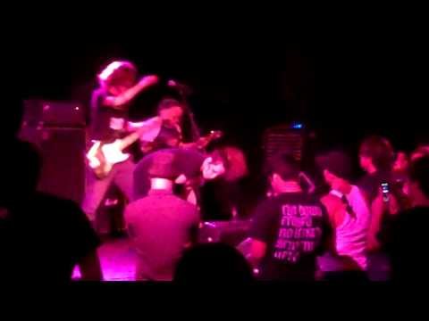Pregnant Girl Sings For Grindcore Band! (fuck The Facts  The Roxy Hollywood 8 14 2010) video