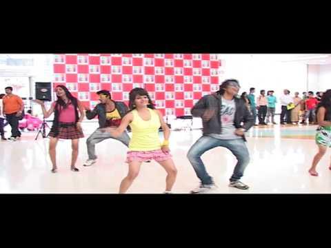 Flash Mob In The Mall - Dil Garden Garden Ho Gaya - Kyaa Super...