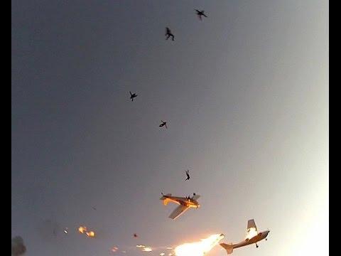 FANTÁSTICO - Imagens mostram choque entre aviões e pânico de paraquedistas