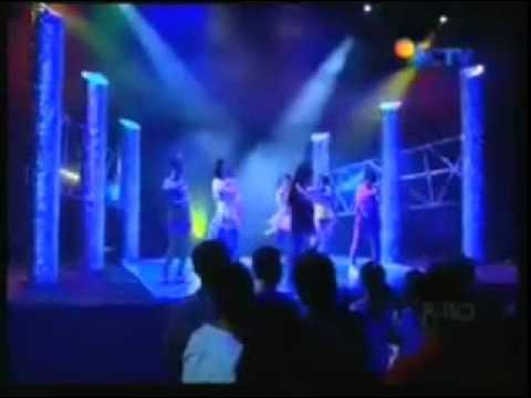7 ICONS - Tahan Cinta (At FTV The Dreams Come True)