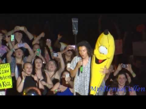 Harry Styles - Some of best moments on stage WWA TOUR - Part 7
