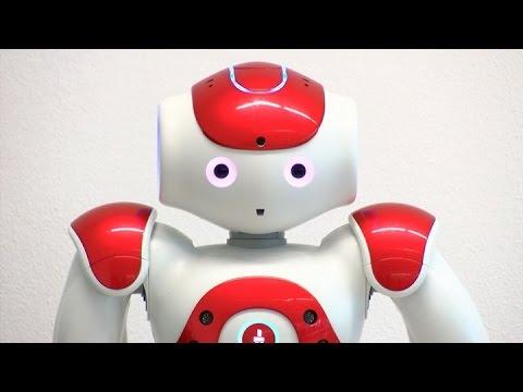 Presentaron al robot con capacidad de aprender, moverse y hablar