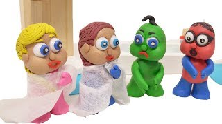 GREEN & RED BABY WASH TROUBLE IN BATH Stop Motion Play Doh Cartoon Kids Video