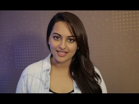 Sonakshi Sinha Wishes All The Subscribers Of Erosnow Merry Christmas & Happy New Year!