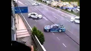 3 xe cảnh sát khốn khổ khi bắt 1 tay đua chuyên nghiệp