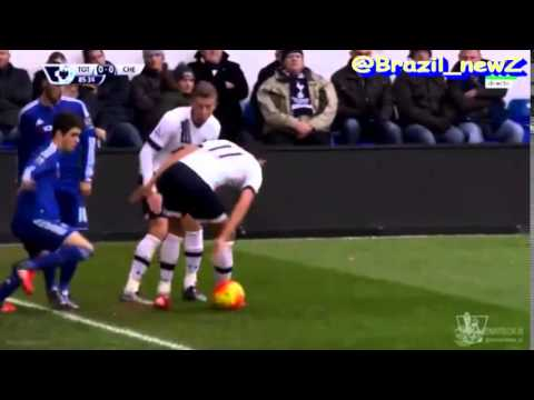 Oscar nutmeg vs Erik Lamela 29\11\2015 - Do not trust in any Brazilian