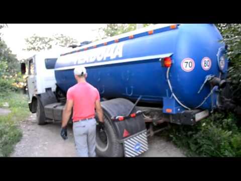 В Одессе дельцы сливают людям под забор канализацию