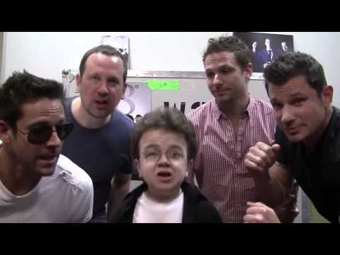Microphone (Keenan Cahill & 98 Degrees) Singing