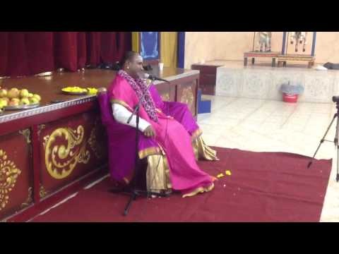 Sadhguru Sri Sharavana Baba giving a discourse in Tamil at