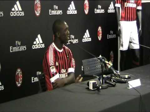 Adriano Galliani e Clarence Seedorf alla presentazione della nuova maglia del Milan