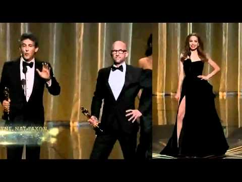angelina jolie right leg pose mocked at Oscar 2012