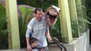 jurassic park dinosaurs and theme park with a real dinosaur AT UNIVERSAL STUDIOS