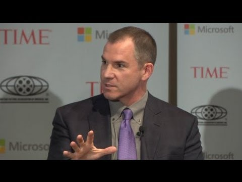 Frank Bruni: Tech Narrows Perspective, Feeds Obsessions