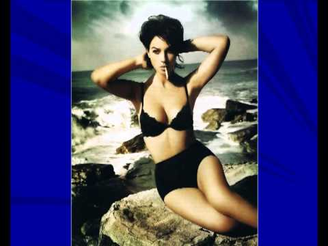 Movie Actress Monica Bellucci in Bikini hot,sexy,spicy clips