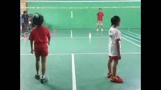 latihan bulutangkis usia dini (putri allysya/diana)