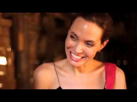 Thailand: Angelina Jolie visits refugees from Myanmar
