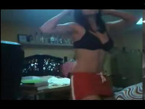 pillada,bailando semi desnuda(por camara  escondida)