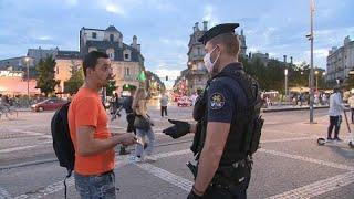 Mascherine obbligatorie per strada in tante città francesi
