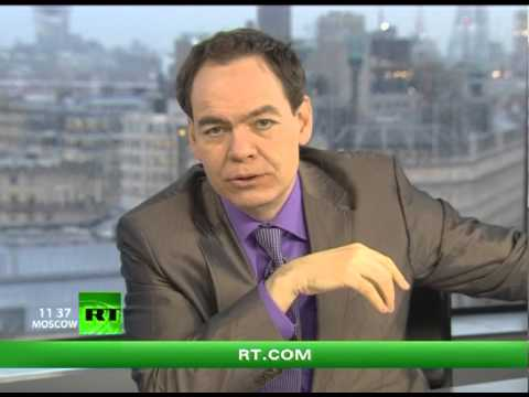 Keiser Report: Colossal Collapse Coming! (E371)