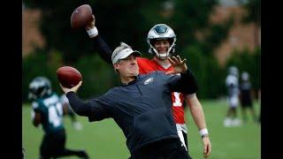 Doug Pederson shows off arm at Philadelphia Eagles practice