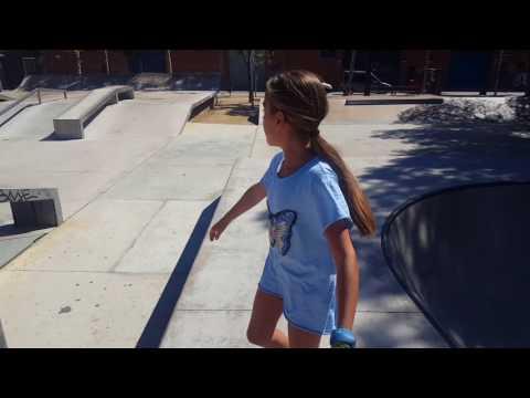 Un dia en el Skatepark de el Prat De Llobregat haciendo trucos
