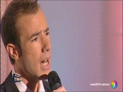 Loric chante &quot;Musicienne&quot; de Gilbert Montagn